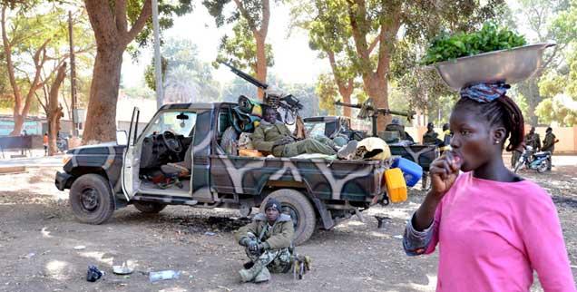 Der Krieg gegen die Islamisten im Norden Malis ist angesichts von Folterungen und Vergewaltigungen unvermeidbar, doch der Militäreinsatz darf nur der erste Schritt sein (Foto: pa/Foreix)