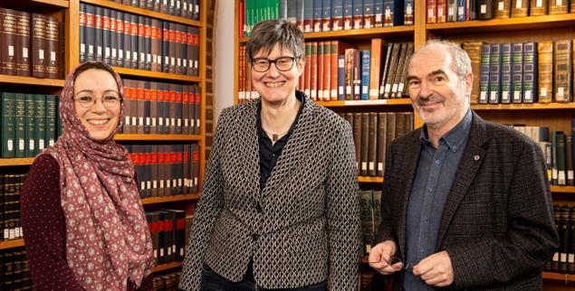 Gottsuchende im Dialog: Muna Tatari, Saskia Wendel und Perry Schmidt-Leukel (von links nach rechts) (Foto: Leßmann)