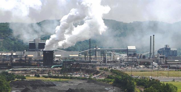 Stahlwerk in Clairton/Pennsylvania (Foto: pa/ap/Srakocic)