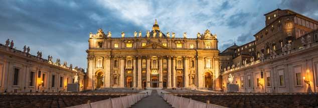 Der Vatikan in mystischem Licht: Der heilige Nymbus ist nur schwer aufrecht zu erhalten, wo immer mehr Fälle sexualisierter Gewalt von Priestern zutage kommen. Wird der Anti-Missbrauchs-Gipfel, der heute in Rom beginnt, die Kirche verändern? (Foto: pa/Wolf)