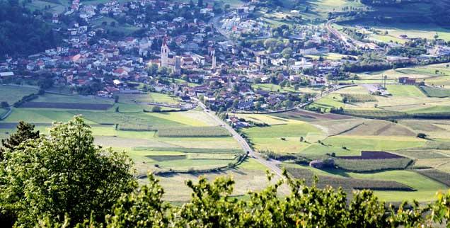Blick auf Mals in Südtirol: Darf ein Ort seine Bauern zu Bio zwingen? (Foto: Faßbinder)
