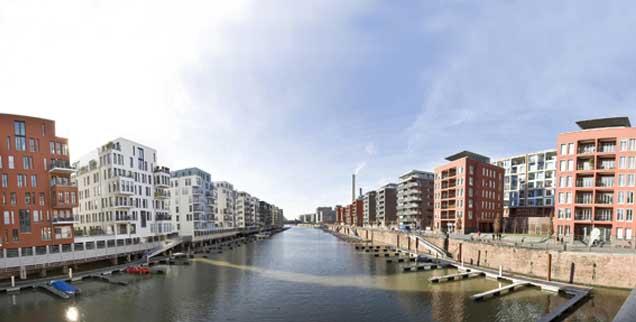 Luxuswohnungen mit Bootsanleger: Das Neubauquartier Westhafen in Frankfurt am Main entstand in den 1990er-Jahren. (Foto:pa/Moxter)