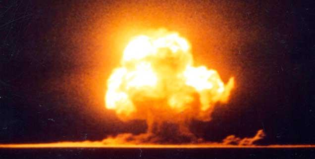 Erster Atombombentest in den USA im Jahr 1945: Seither stand die Welt mehrfach am Rande eines atomaren Krieges,  Friedensforscher Wolfgang Sternstein fordert daher mehr Engagement für eine kontrollierte atomare Abrüstung (Foto: pa/akg-images)
