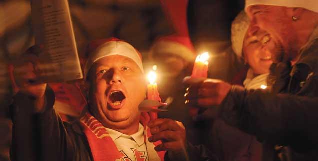 Keine stille Nacht: Union-Fans beim Weihnachtssingen (Foto: pa/Pedersen)