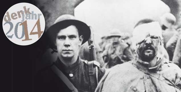 November 1916: Ein verwundeter deutscher Soldat wird von einem britischen Soldaten in Kriegsgefangenschaft geführt. Die Wunden, die der Erste Weltkerieg schlug, wurden von vielen Kirchenvertretern theologisch überhöht. (Foto: pa/Mary Evans Picture Library)