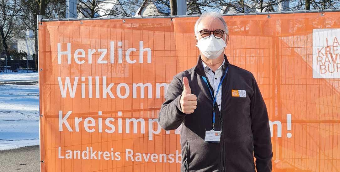 Im Fokus: Impfzentren sind Dreh- und Angelpunkt im Kampf gegen Corona. Peter Niedergesäss arbeitet im Impfzentrum Ravensburg (Foto: Privat)