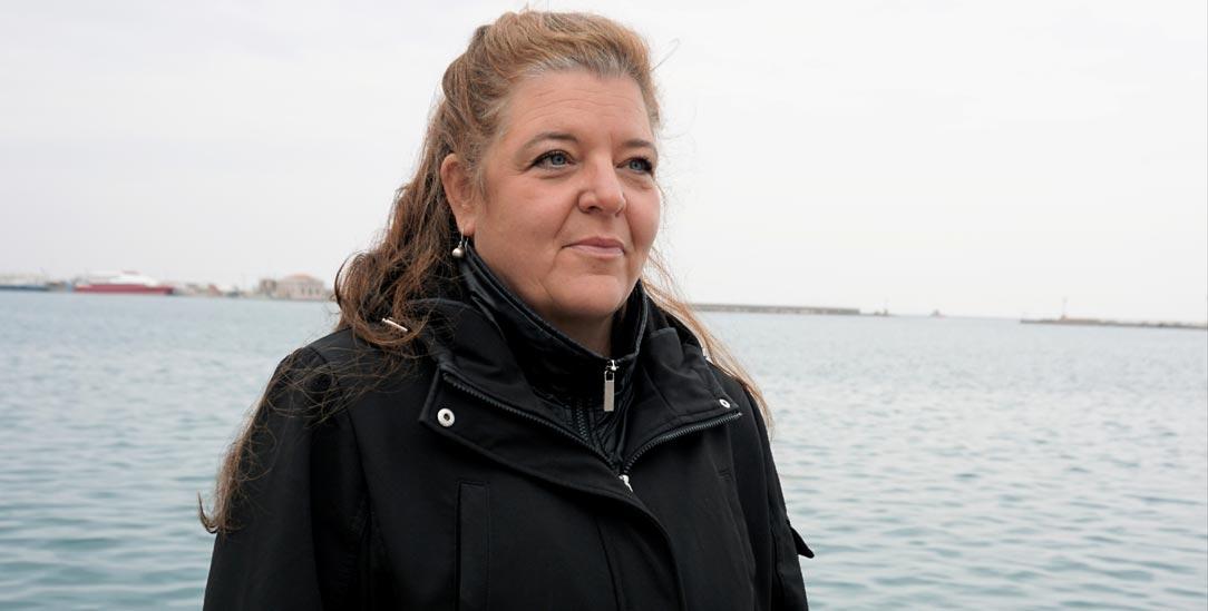 Das Leben getaktet nach Besuchertagen: Fanny Binder auf der Insel Chios, als ihr Sohn Sean dort ins Männergefängnis eingeliefert wurde (Foto: Franziska Grillmeier)