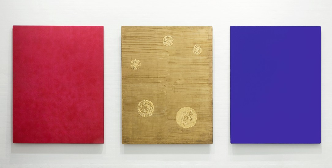 Bilder des Heiligen: Triptychon von Yves Klein (Foto: Louisiana Museum of Modern Art, Foto: Paul Buchard / Brondum & Co., © The Estate of Yves Klein / VG Bild-Kunst, Bonn 2020