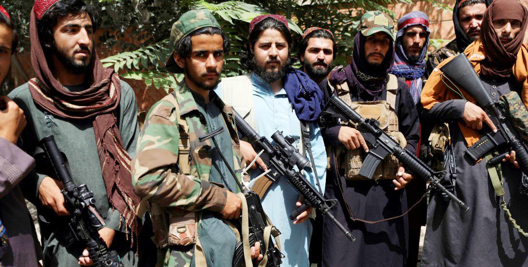 Kabul, 18. August 2021: Taliban posieren für ein Foto (Foto: pa/ap/Rahmat Gul)