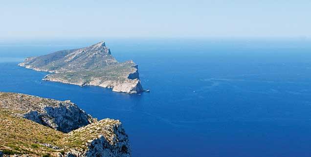 Eine Insel mitten im Meer - Sehnsuchtsort für viele. Inseln und ihre Bedeutung für den Menschen sind Thema des neuen Publik-Forum EXTRA. (Foto: photocase.de/misterQM)