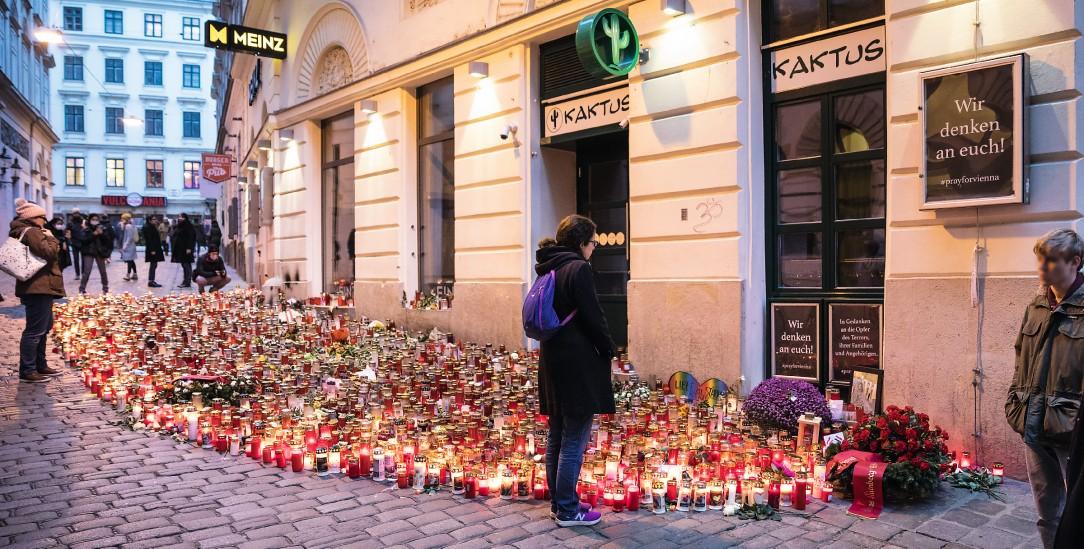 Stilles Gedenken: Blumen am Ort der Attacke in der Wiener Innenstadt (Foto: pa/Wild)