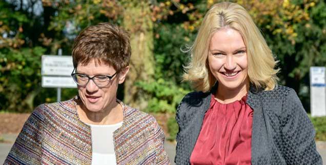 Eiserne Nerven und viel Disziplin: Nicht nur das verbindet die Ministerpräsidentinnen Annegret Kramp-Karrenbauer (links), CDU, und Manuela Schwesig, SPD, sie sind auch in manchen inhaltlichen Fragen nicht weit auseinander (Foto: pa/BeckerBredel)
