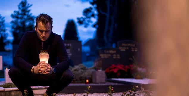 Am Grab eines lieben Menschen: Was bleibt? ....(Foto: Getty Images/Matic Grmek)