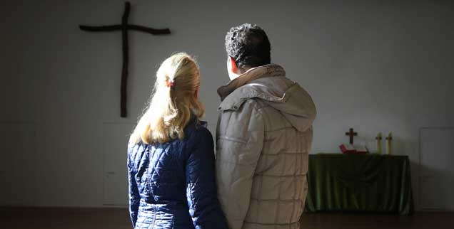 Für Geflüchtete ist das Kirchenasyl (hier eine Archivaufnahme aus dem Jahr 2015)  das letzte Mittel, um einer Abschiebung zu entgehen, doch für sie und die Kirchengemeinden ist es nach jüngsten Regelverschärfungen deutlich schwieriger geworden  (Foto: epd/ Arend)