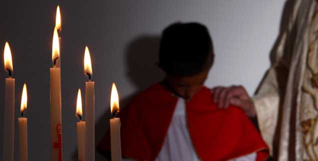 Geht die katholische Kirche inzwischen anders mit dem Missbrauch von Kindern durch Priester um? Eltern aus einer deutschen Gemeinde im südafrikanischen Johannesburg, die Missbrauchs-Vorwürfe gegenüber einem Pfarrer erheben, fühlen sich nicht gut behandelt, auch wenn die Kirche zu einer Entschädigung bereit ist (Foto: pa/Koole)
