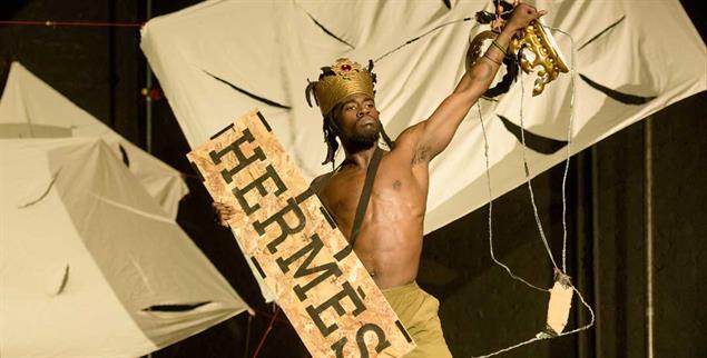 Kongolesische Rumba: In Nora Chipaumires Choreografie geht es um Identität (Foto: Tanz im August/Ian Douglas)