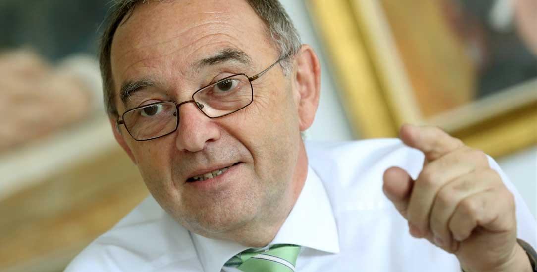 Kritik an Gerhard Schröders Steuerpolitik: Norbert Walter-Borjans (Foto: pa/Weihrauch)