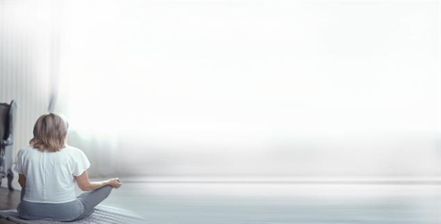 Was ist wirklich wichtig im Leben? Meditation kann bei der Sinnsuche helfen (Foto: Svyatoslav Lypynskyy/Alamy Stock Photo)