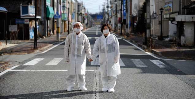 Menschen in der Ortschaft Namie, die in der evakuierten Zone der Region Fukushima liegt: Mehr als 100.000 Menschen verloren durch die Atom-Katastrophe ihre Heimat. (Foto: pa/Robichon)