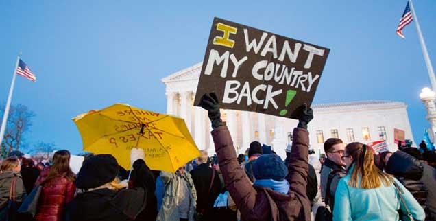 »Ich will mein Land zurück«: Demonstration vor dem Obersten Gerichtshof in Washington. Zahlreiche Gruppen organisieren in den USA den zivilen Widerstand gegen Trumps Politik. (Foto: imago/UPI Photo)