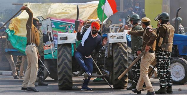 Einschüchterungsversuch: Die indische Regierung geht mit aller Härte gegen protestierende Bauern vor. (Foto: PA/Reuters/Adnan Abidi)