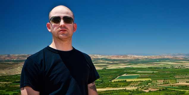 Schlagzeuger Jason Hamacher reiste zwischen 2006 und 2010 immer wieder nach Syrien, um Aufnahmen von uralten syrischen Gesängen zu machen. Sie wurden bislang mündlich von Generation zu Generation weitergegeben (Foto: Hamacher/lostorigins.com)