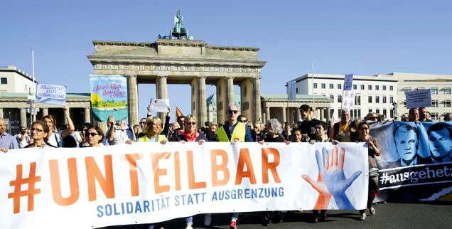 Bündnis»Unteilbar«: Mehr als 200.000 Menschen demonstrieren im Oktober 2018 in Berlin gegen Rassismus und Ausgrenzung. (Foto: pa/Marcel Delamer/Geisler-Fotopress)