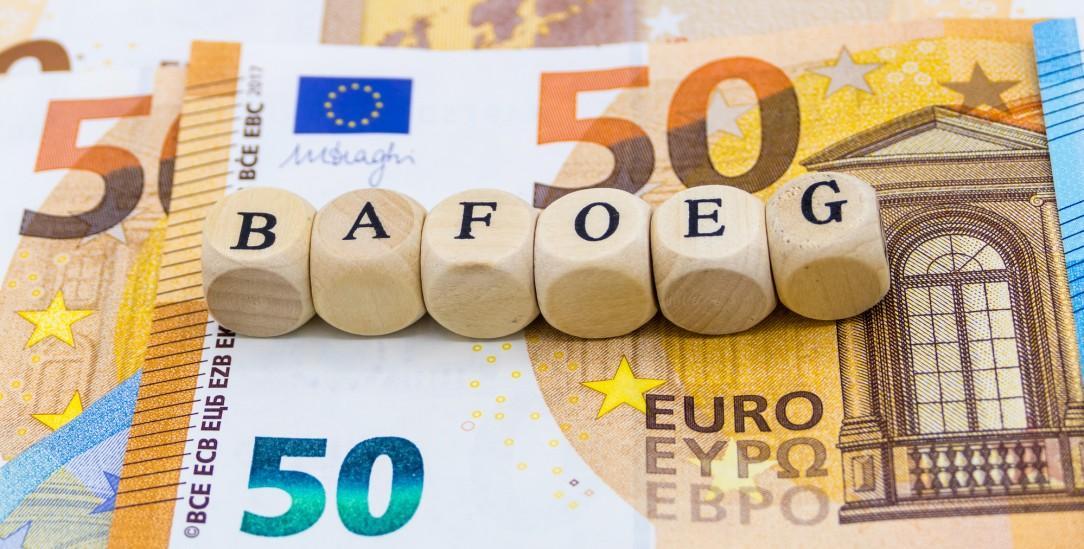 Das Bafög war einst ein Vollzuschuss, heute ist es ein Teil-Darlehen, das zur Hälfte zurückgezahlt werden muss. (Foto: istockphoto/Pusteflower9024)