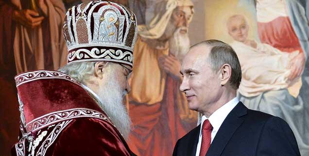 Knüpften ein enges Band zwischen der Russischen Orthodoxen Kirche und dem Staat: Kirill, der Patriarch von Moskau, und Präsident Vladimir Putin in der Christ-Erlöser-Kathedrale von Moskau (Foto:  REUTERS/Alexei Druzhinin/RIA Novosti/Kremlin)