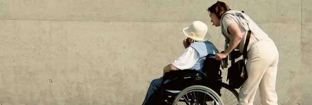 »Ich bin täglich mit ihr im Rollstuhl spazieren gefahren. Und da war plötzlich eine neue Zärtlichkeit da.« (Foto: photocase.de /Carolin Weinkopf)