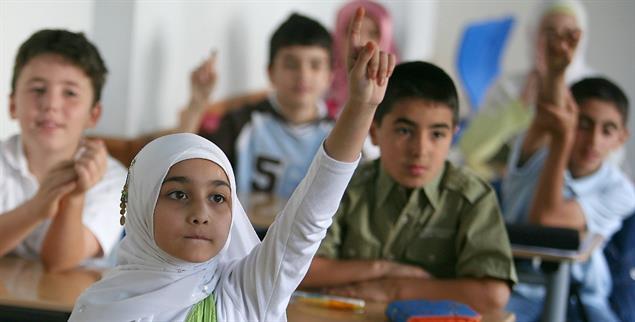 Es muss nicht gleich eine türkische Schule sein: Einige deutsche Schulen bieten Türkisch als Pflichtsprache ab der 5. Klasse an, etwa das Privatgymnasium »Dialog« in Köln (Foto: pa/Berg)