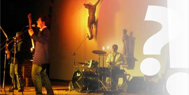 Normale Liturgie, aber moderne Musik von den Toten Hosen, den Ärzten oder Heavy Metal:  Die Gottesdienste der Jugendkirche SAM in Berlin werden von Jugendlichen für Jugendliche gestaltet  (Foto: privat)