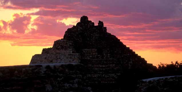 Mexiko, Halbinsel Yucatán: Sonnenuntergang über der Maya-Pyramide Oxikintok (Foto: pa/TipsImages / Angelo Cavalli)