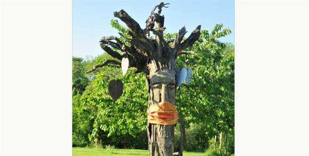 »Maskenpflicht«. Kunstobjekt von Kurt Braun. (Foto: Braun)