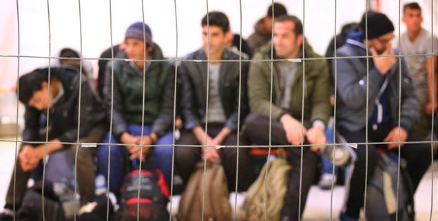 Flüchtlinge werden immer öfter pauschal und ohne konkreten Anlass verdächtigt, in Freiburg werden sie aus Diskotheken ausgeschlossen. Das ist mit rechtsstaatlichen Grundsätzen nicht vereinbar (Foto: pa/dpa)