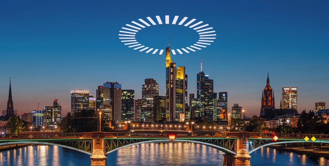 Heiligenschein über der Skyline: Landet der dritte Ökumenische Kirchentag in Deutschland 2021 doch noch in Frankfurt am Main – trotz Corona?  (Foto: pa/Gaul)