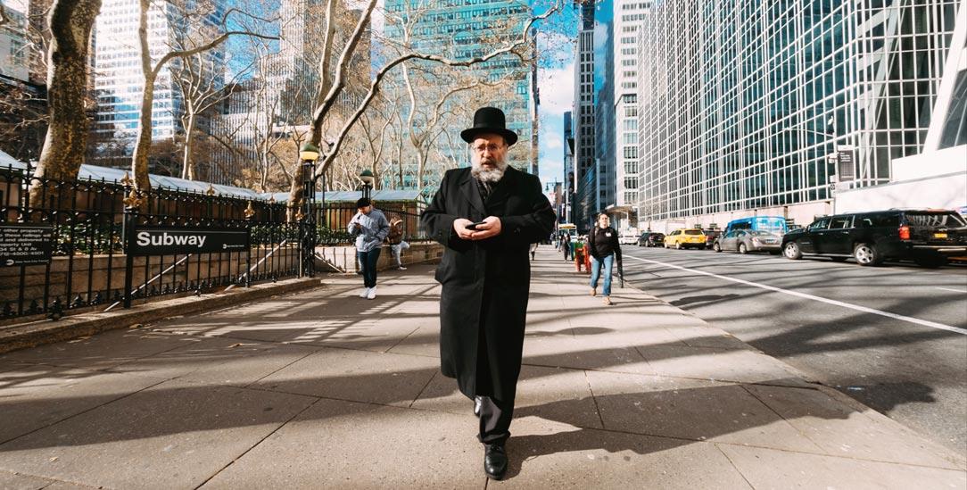 Straßenszene in New York: Es gibt unter den Juden in den USA keine Mitte mehr, man ist entweder für Donald Trump oder gegen ihn (Foto: iStock by Getty/ricardocostaphotography)