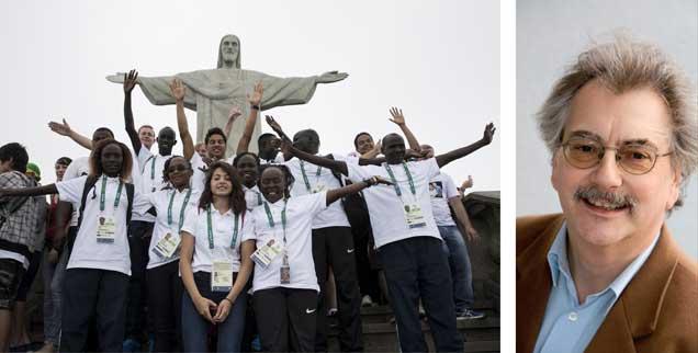 Mitglieder der Flüchtlings-Mannschaft bei der Olympiade in Rio: Fototermin vor der berühmten Christus-Erlöser-Statue. »Eine Provokation für die Nationen, die ihre Grenzen abschotten«, sagt Wolfgang Kessler (rechts). (Foto: PA/AP-Photo/Felipe Dana)