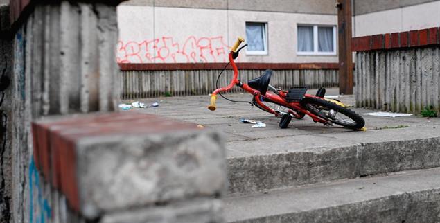 Unsichtbare Mauern: Wer in Deutschland in Armut lebt, gehört nicht dazu (Foto: pa/dpa/Britta Pedersen)