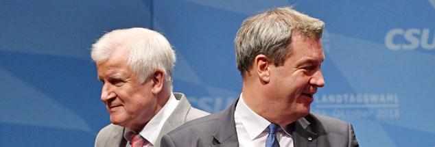 Zwei Männer, zwei Totengräber ihrer Partei: Horst Seehofer (links) und Markus Söder (rechts) schauen schon lange nicht mehr in eine Richtung. Auch nicht bei diesem Wahlkampftermin in Bayern vor wenigen Tagen. (Foto: pa/SVEN SIMON/Frank Hoermann)