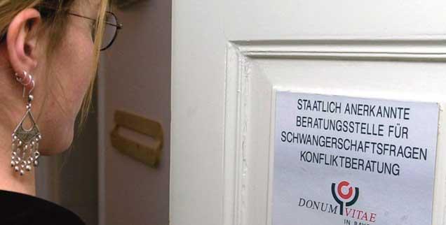 Hilfe für Frauen in Not: Rund 200 Beratungsstellen betreibt Donum Vitae bundesweit. (Foto: pa/Führer)