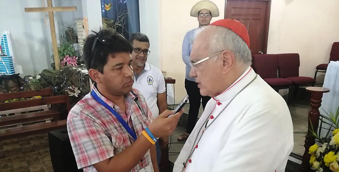 Das Ohr beim Volk: Reporter Mario Calle von Radio Catolica (Foto: facebook/iglesiadecuenca)