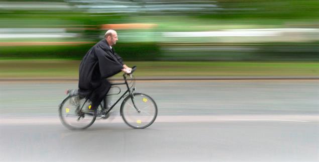 Auf schnellstem Weg ins Pfarramt? Quereinsteiger studieren drei Jahre lang berufsbegleitend Theologie (Foto: epd/Schulze)