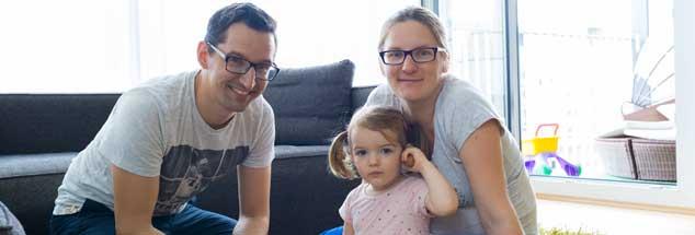 """Vertrauen in die Natur: Katarina und Michael Labuda wollen ihre Tochter """"artgerecht"""" aufziehen. (Foto: Kirchgessner)"""