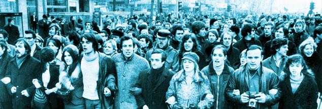 Berlin, Kurfürstendamm, 3. Februar 1968: Eine von vielen Demonstrantionen des »irren Jahres«, wie es unser Autor Hartmut Meesmann in Erinnerung hat. Er war damals 18 und machte gerade Abitur. (Foto: pa/dpa/Konrad Giehr)