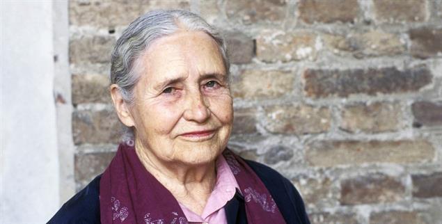 Lakonisch, illusionslos und wahrhaftig: Doris Lessing (Foto: pa / Leonardo Cendamo/Leemage)