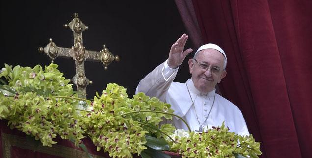 Der Pontifex, einfach anders als seine konservativen Kritiker ihn gerne hätten: Franziskus bringt viel Frühling in die Kirche. (Foto: pa/Stefano Spaziani)