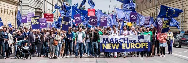 Marsch für Europa, Pulse of Europe: 2018 - wie hier in München - demonstrierten zahlreiche Gruppen für Europa und gegen grassierenden nationalen Egoismus. (Foto: pa/Babbar)