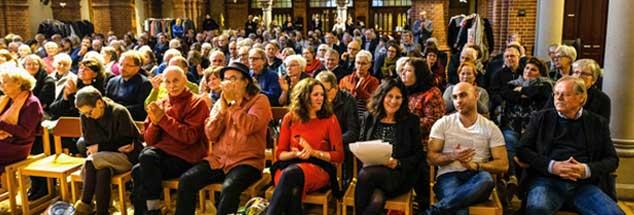 Die Verabschiedung von Redakteurin Bettina Röder (erste Reihe, dritte von rechts), die aus Altersgründen ausscheidet, war Anlass der Publik-Forum-Matinee in der Berliner Reformationskirche. Im Laufe des Dienstags, 27. November, wird an dieser Stelle eine Bildergalerie mit Eindrücken aus der Veranstaltung zu sehen sein (Foto: Schulze)