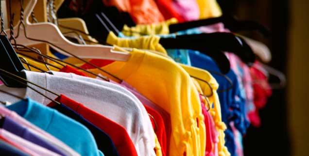 Unter welchen Bedingungen die Kleidung produziert wurde kann der Kunde nicht immer wissen (Foto: pa/Katz Arni)